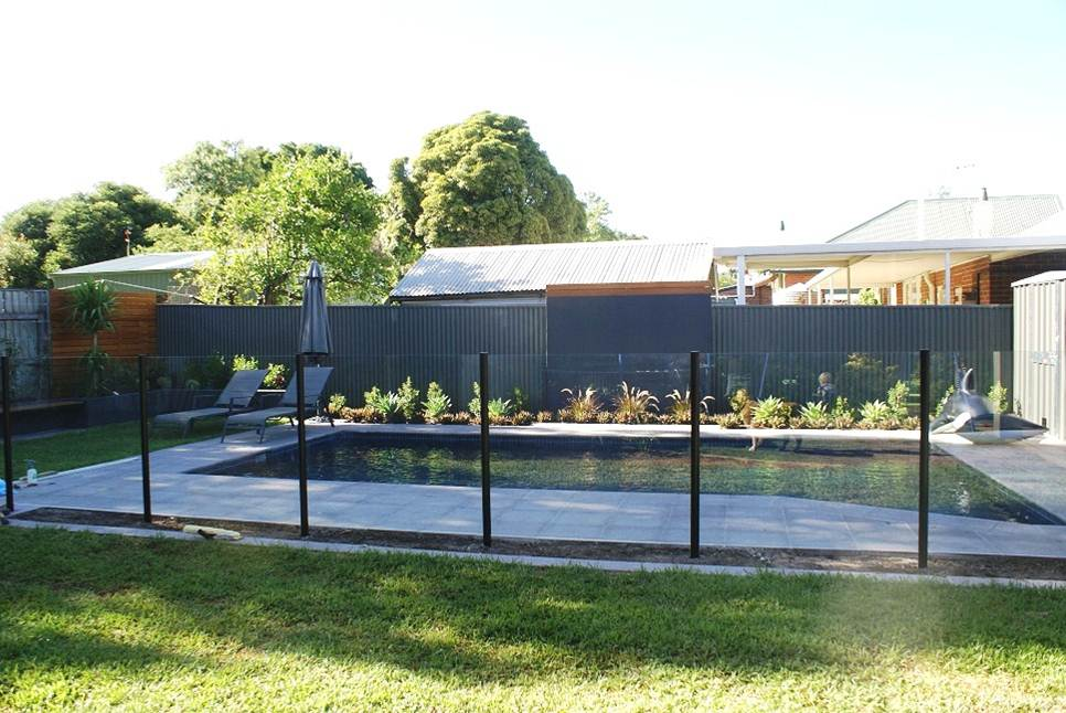 Classic Semi-Frameless Glass Fencing